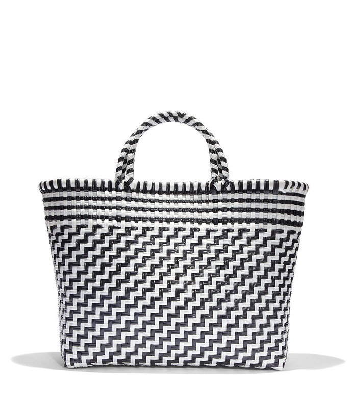 large tote in black/white