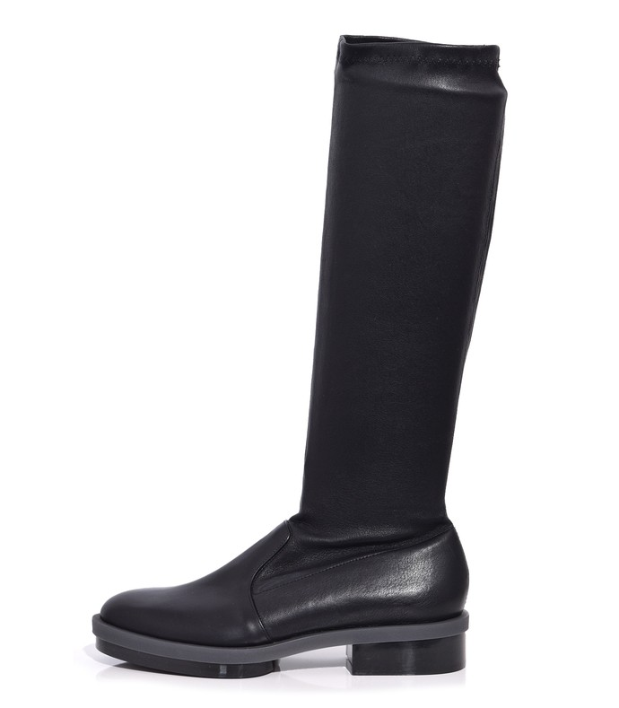 roada boot in black