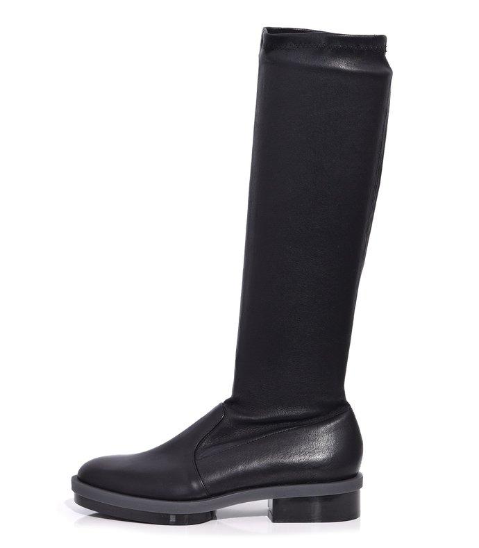 roada boot in black