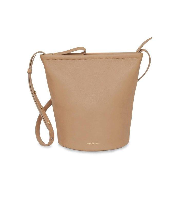 zip bucket bag in nocciola