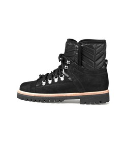 winter hiking boot in black