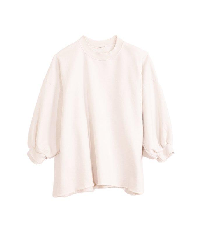 fond sweatshirt in dirty white