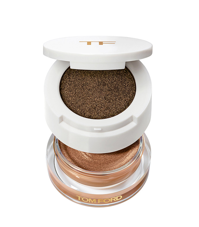 cream and powder eye color  reflection